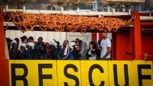La nave di Msf non arriva a Lampedusa, trasferiti al largo i migranti