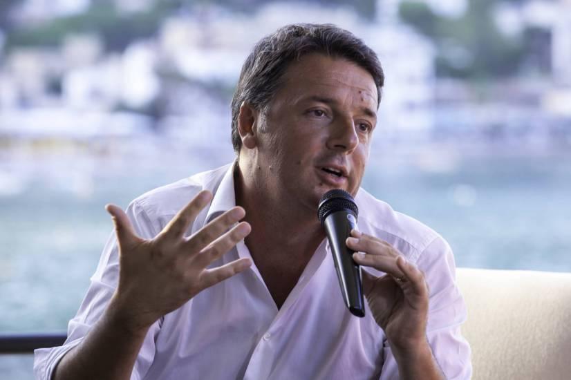 """Sbarchi, lo strabismo di Renzi: """"Numero chiuso e ius soli"""""""